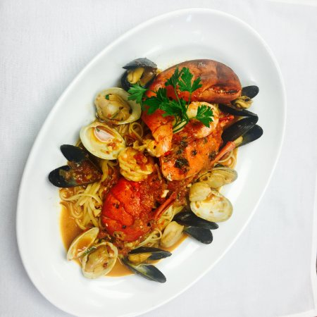 Freeport, Νέα Υόρκη: Seafood FraDiavolo was UNREAL!!! And still good the next day! LOL!