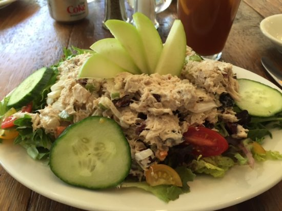 Andes, estado de Nueva York: The loaded fresh tuna salad over home grown greens