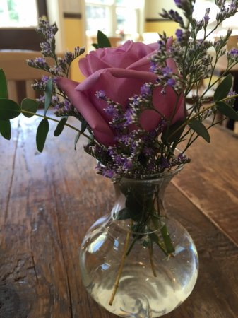 Andes, estado de Nueva York: A simple rose to grace every table