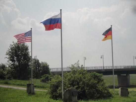 Soldaten an der Elbe