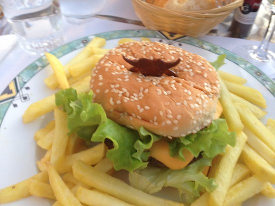 Parcay-les-Pins, Francja: Cheese burger and good quality beef.