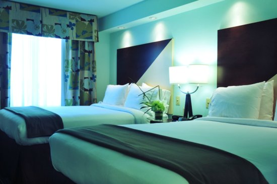 Holiday Inn Express Hotel & Suites Norfolk International Airport: Standard Two Queen Bed Suite