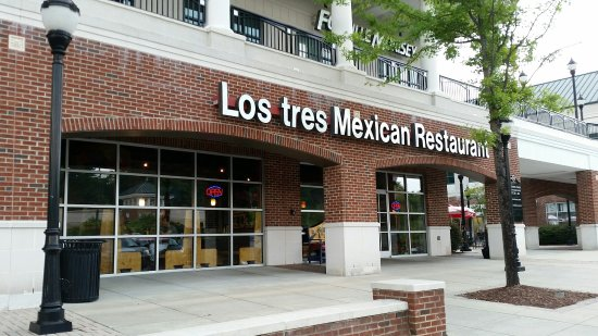 Los Tres Mexican Restaurant Front Entrance