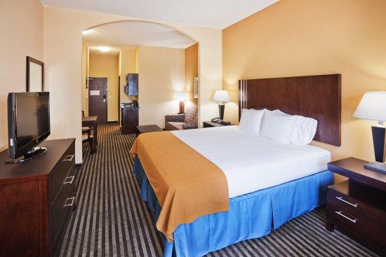 Okmulgee, OK: Single King Bed Suite