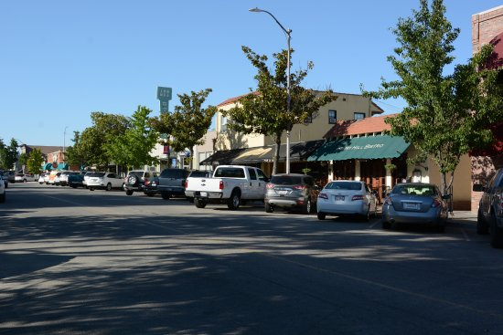 Berry Hill Bistro : view from the square