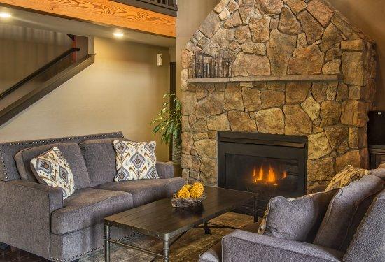 Breck Inn lounge