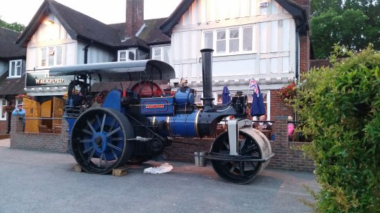 Walkford, UK : One of the locals stopped in for a drink on his steam roller!