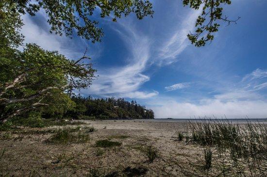 Middle Beach Lodge: Adjoining Beach
