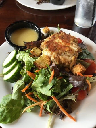 Nottingham, PA: Garden salad with crab cake  House lemon vinaigrette dressing. Super delicious
