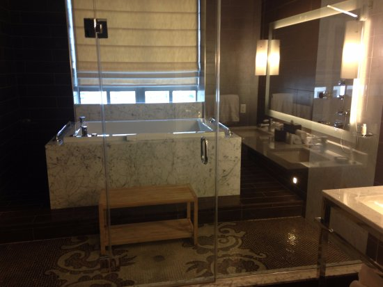 Jacuzzi Tub And Two Showers In That Glass Room Picture Of Kimpton