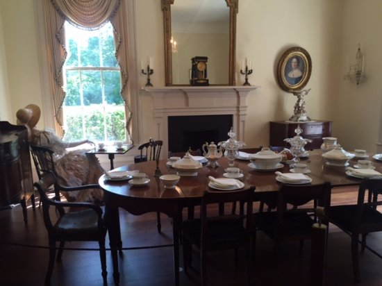 Arlington Antebellum Home and Gardens : The dining room