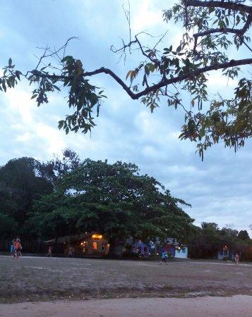Trancoso, BA: Casario valorizado por Árvores e céu Azul como o MAR!