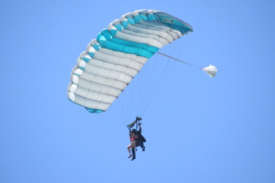 Marstons Mills, MA: Me gently skydiving with Skydive Barnstable at the Cape.
