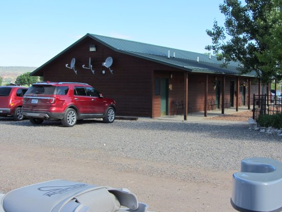 Fort Smith, MT: Bighorn Trout Shop cabins