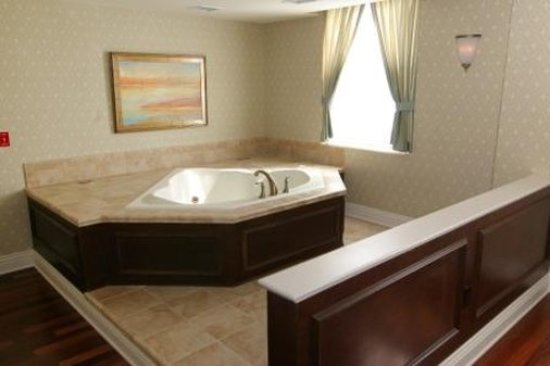 Wabash, IN: Large Jetted Tub