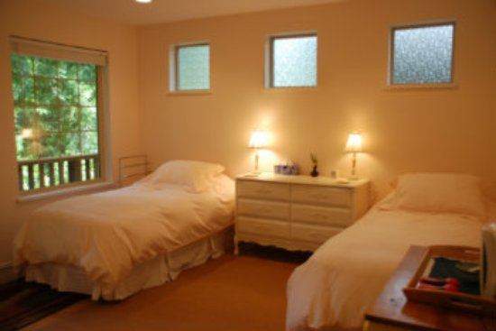 Halfmoon Bay, Canada: Arbutus Room 2 twin beds