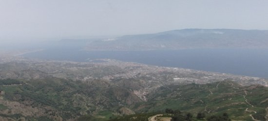 Province of Messina, Italien: Panorama dello stretto da Dinnammare