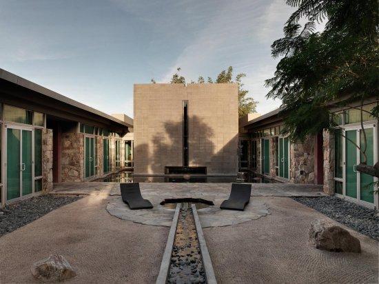 Sanctuary Camelback Mountain: Spa Courtyard
