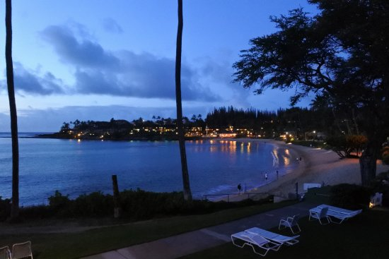 Napili Surf Beach Resort: Lookin Across Napili Bay in the Evening