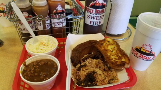 Phil's Dream Pit: Two meat sampler with slaw, baked beans (which have meat in them) and Sweet Tea!