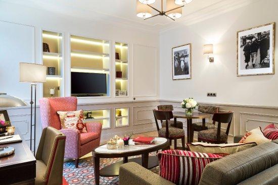 Living Room Of Deluxe Apartment 2 Bedroom, La Clef Tour Eiffel Paris