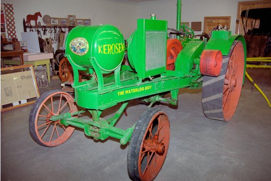 Huntley, มอนแทนา: WaterLoo Farm Tractor