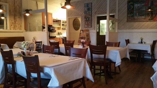 Vivolo's Chowder House: The dining room