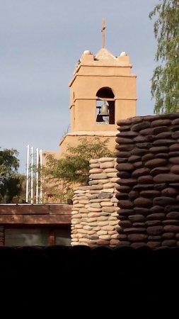 تيرانتاي لودج هوتل: Vista de la Iglesia desde la entrada del hotel