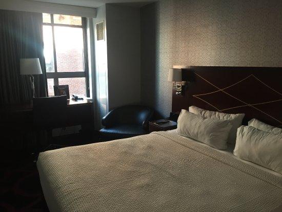 部屋は狭くて、価格は高かったです