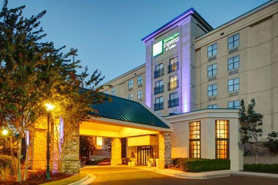 Holiday Inn Express & Suites - Atlanta Buckhead : Hotel Exterior