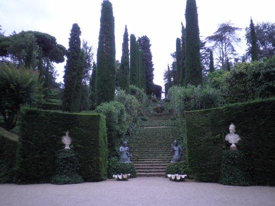 Jardin Santa Clotilde : il y a des escaliers à monter et à descendre très jolie vue sur mer