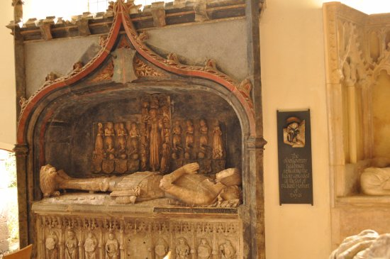 """Usk Priory Church of St Mary: Beautifully kept """"monuments"""""""
