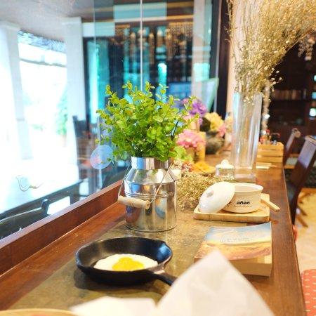 Lanta Mermaid Boutique House: Breakfast table