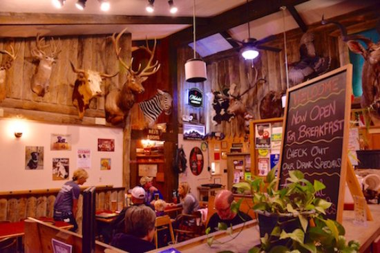 Μπάφαλο, Ουαϊόμινγκ: The best attribute of this restaurant is the rustic Western interior..