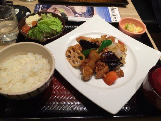 Otoyag Sapporoesta: 黒酢の酢豚定食