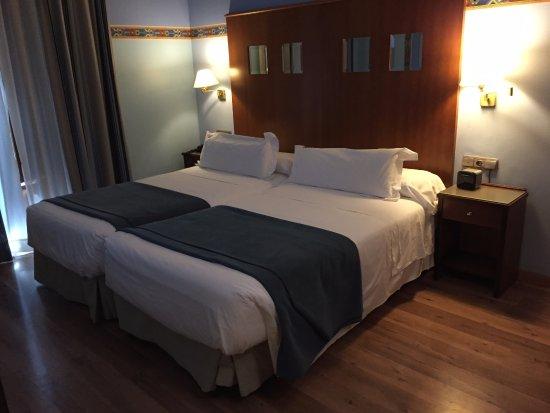 Suites Gran Via 44: Bedroom
