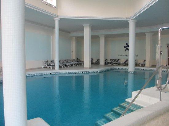 """La Residence & Idrokinesis: Piscina interna """"Athena"""""""