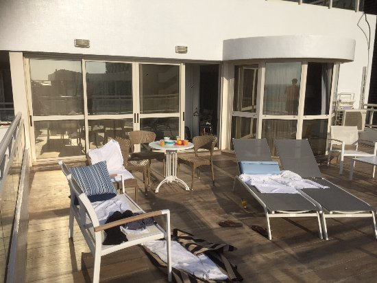 The Lusky – Great Small Hotel: A day at the terrace