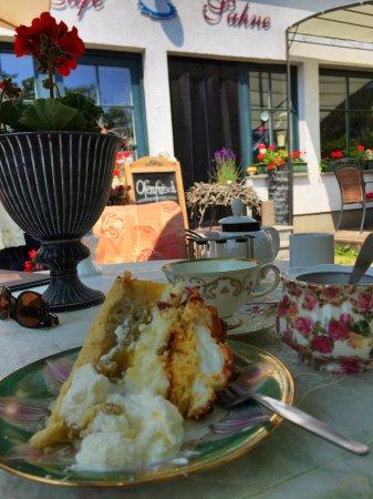 Dranske, Германия: Im Café Sahne Stachelbeer Torte genießen