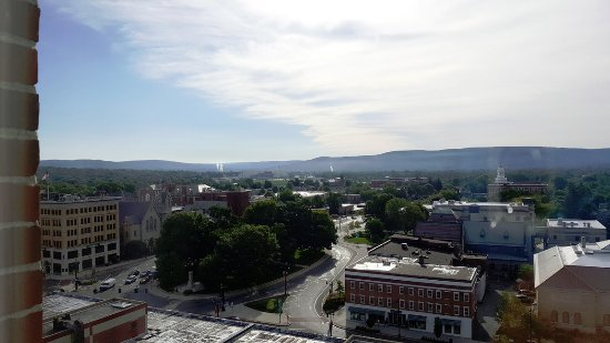 Pittsfield, MA: Berkshire Museum is on the lower right. Quiet and lots of cafes nearby.