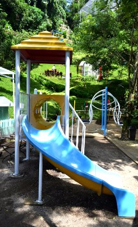 Padma Hotel Bandung: Few attractions within the children Playground. Pretty small.