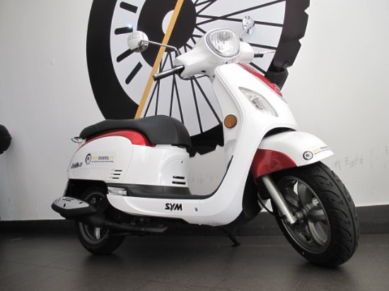 Sym GTS Evo 125 II - Picture of RentRiders Pt, Lisbon