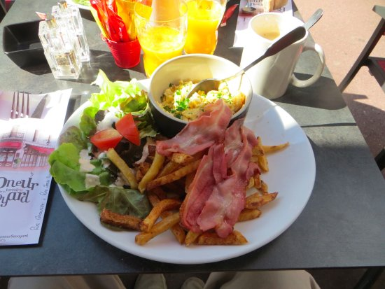 eggs baco fries and salad picture of le ramoneur savoyard annecy tripadvisor. Black Bedroom Furniture Sets. Home Design Ideas