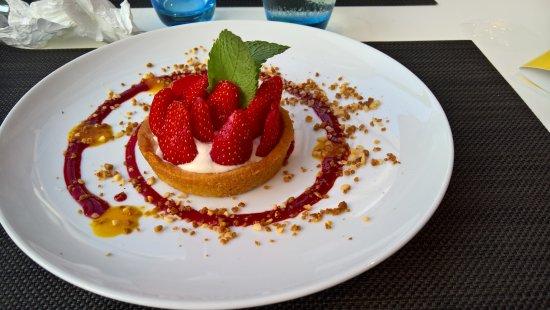 GOURMET BAR NOVOTEL  Survilliers St Witz : Une tarte aux fraises, aussi bonne que jolie!