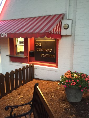 Kirkwood, MO: Cute Custard Station!