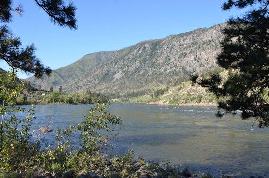 Spences Bridge, แคนาดา: Thompson River from our campsite