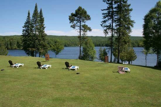 Lac-Saguay, Canada: motel-ours-bleu_large.jpg