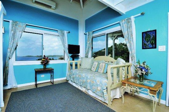Villa Marbella Suites: Mountainside sitting room