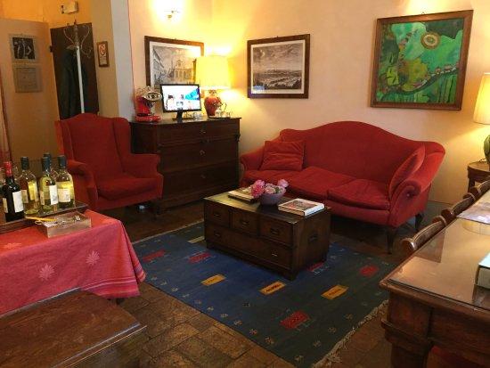 Antica Dimora Firenze: the common sitting area