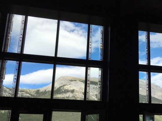 Rimrock Resort Hotel: Mountain view from lobby